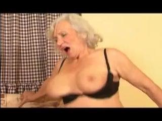 Бабушка сексом занимает